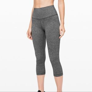 Lululemon Cropped Wunder Under Leggings
